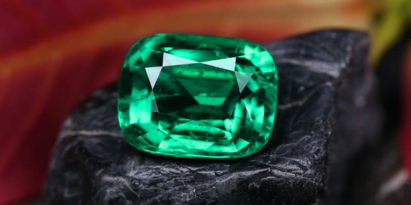 natural emerald online